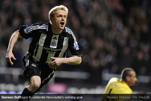Damien Duff celebrating his Newcastle's winning goal against Spurs