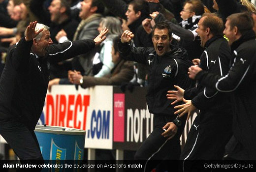 Alan Pardew celebrates the equaliser goal against Arsenal