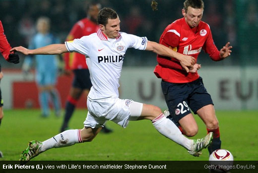 Erik Pieters (L) vies with Lille's french midfielder Stephane Dumont [Magpies Zone/Getty Images/DayLife]