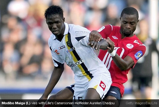 Modibo Maiga (L) keeping the ball away from Lille's Cameroonian midfielder Aurelien Chedjou [Magpies Zone/Getty Images/DayLife]