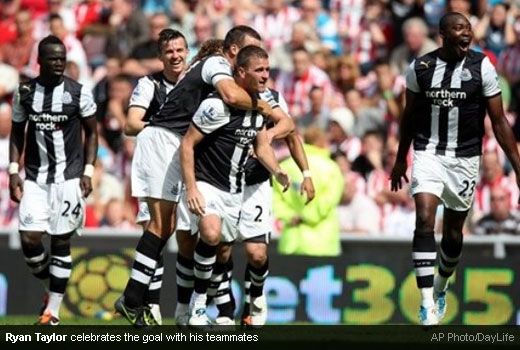 Ryan Taylor celebrates the goal with his teammates [Magpies Zone/AP Photo/DayLife]
