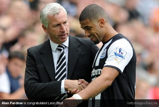 Alan Pardew is congratulated Leon Best [Magpies Zone/GettyImages/DayLife]