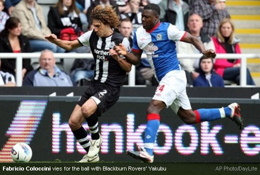 Fabricio Coloccini vies for the ball with Blackburn Rovers' Yakubu [MagpiesZone/AP Photos/Daylife]