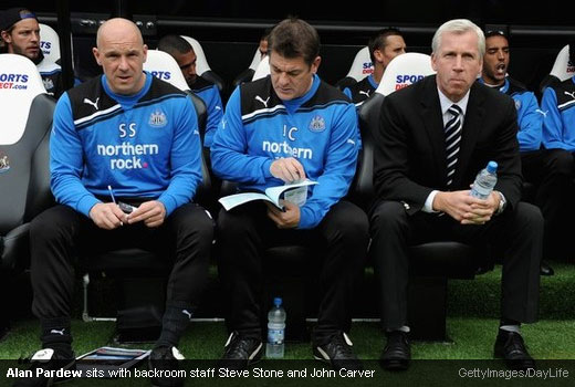 Alan Pardew sits with backroom staff Steve Stone and John Carver [Magpies Zone/GettyImages/DayLife]