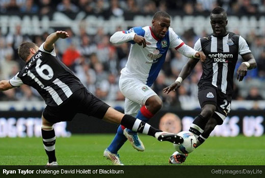 Ryan Taylor challenge David Hoilett of Blackburn [Magpies Zone/GettyImages/DayLife]