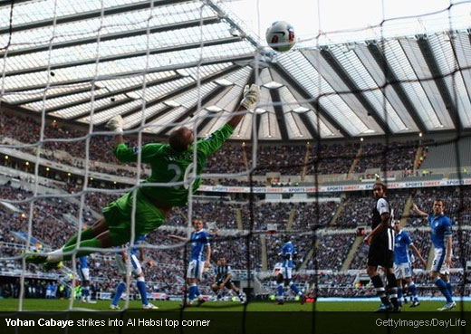 Yohan Cabaye strikes into Al Habsi top corner [MagpiesZone/GettyImages/DayLife]