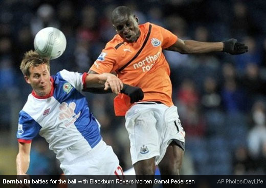 Demba Ba battles for the ball with Blackburn Rovers Morten Gamst Pedersen [Magpies Zone/AP Photos/DayLife]