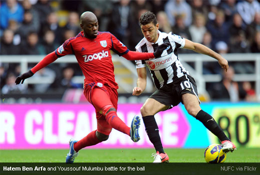 Hatem Ben Arfa and Youssouf Mulumbu battle for the ball